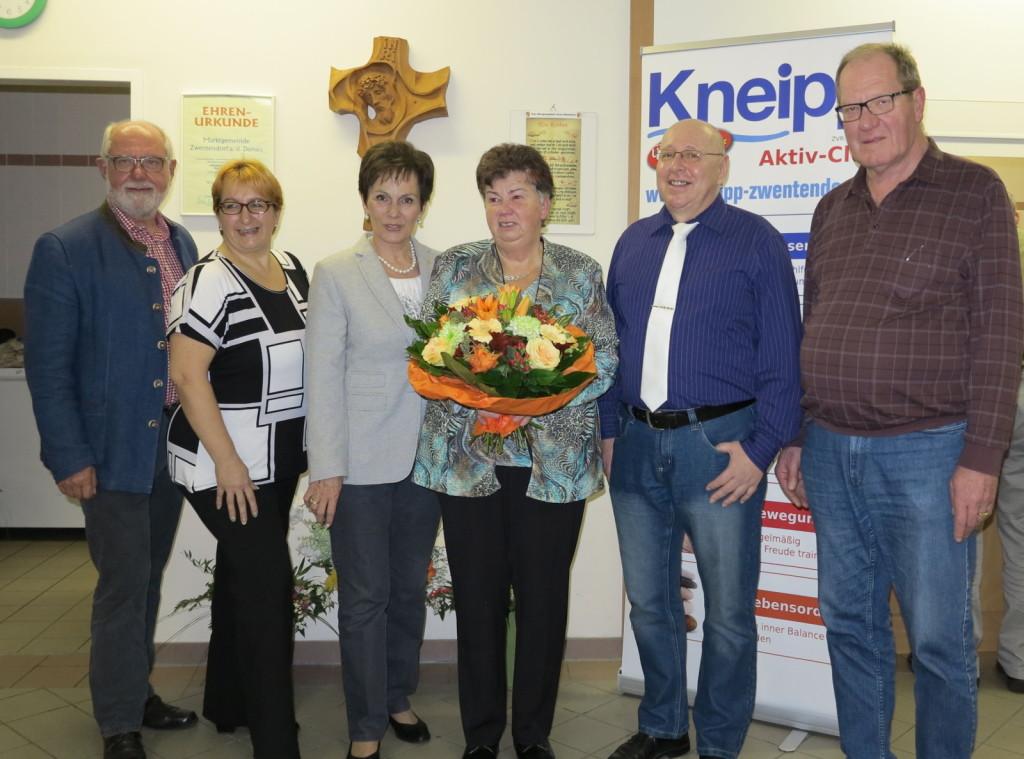 von li. nach re.: BGM Herr Ing. Kühtreiber, Elisabeth Mühlbauer, Adelinde Plattner, Anna Cervenka, Josef Hofmarcher, Willi Fikar